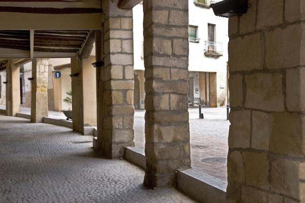 Porxos de la plaça de la vila de Cornudella