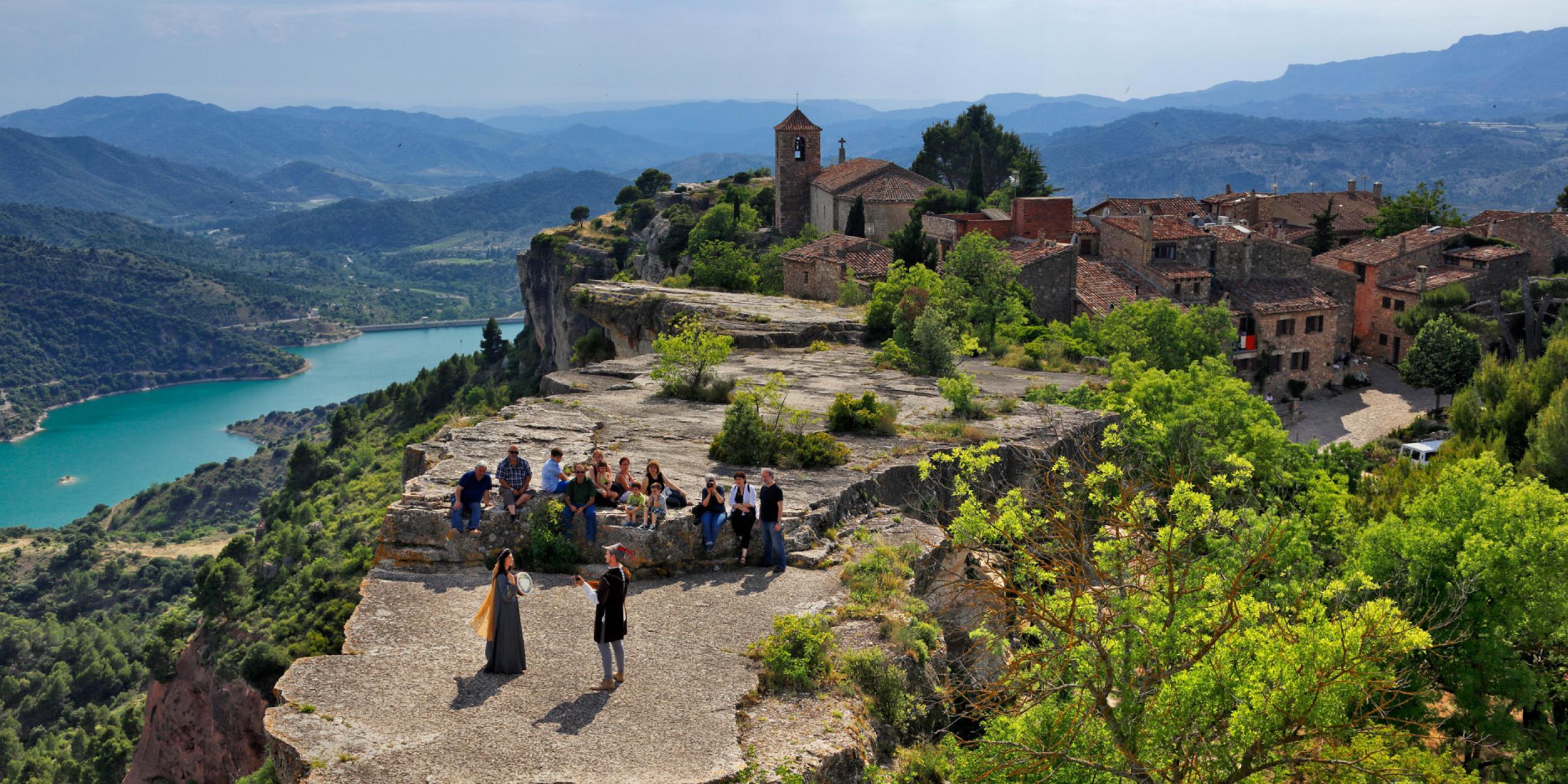 Pueblos de España que merecen ser visitados - Página 2 Visites_guiades_a_siurana